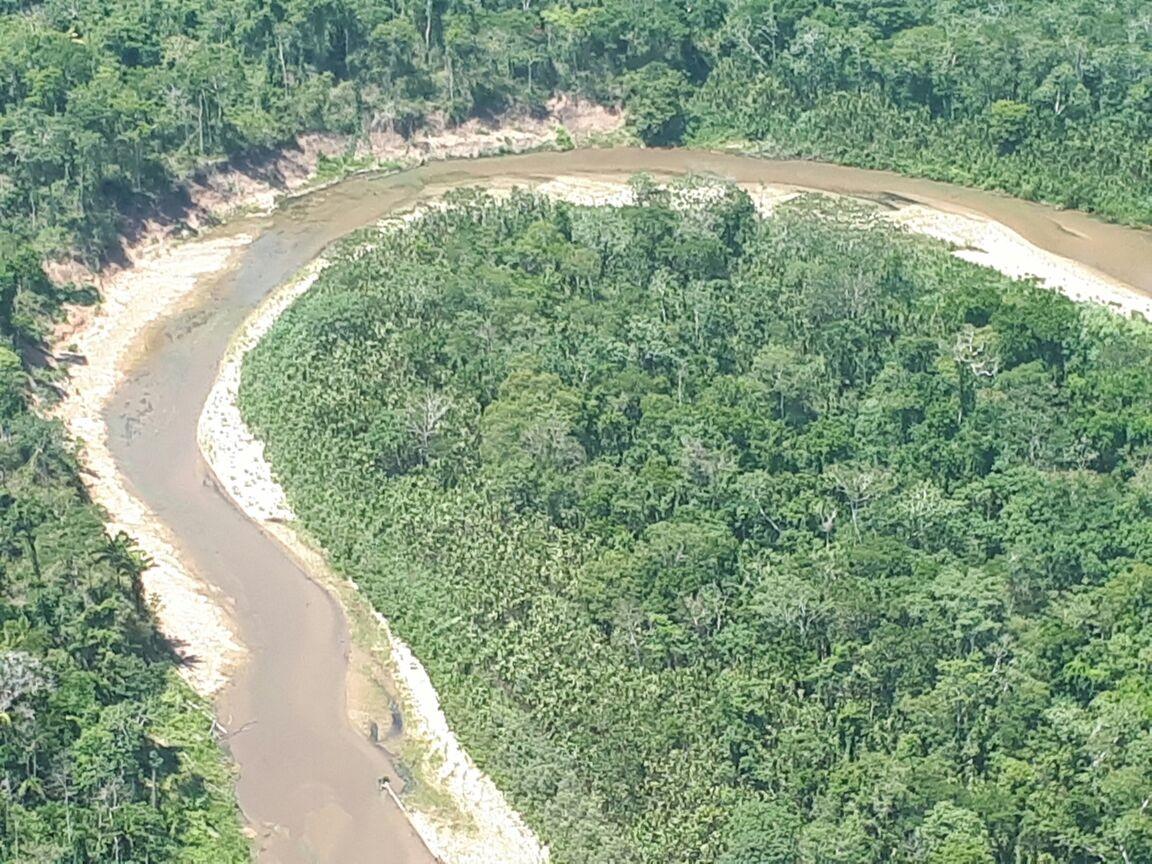 Fotos mostram que baixo nível do Rio Acre vem desde a nascente do manancial no Peru
