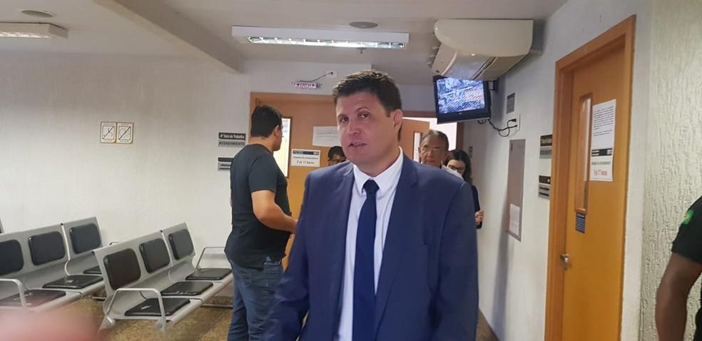 Kris Bretas e Benecy Queiroz representaram o Cruzeiro na audiência — Foto: Gabriel Duarte