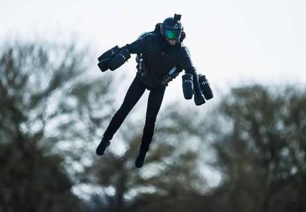 Os componentes do traje são montados a partir de peças impressas em 3D (Foto: Divulgação)