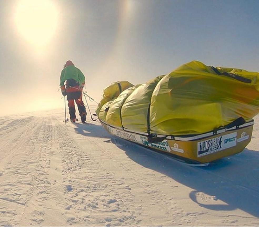 Norte-americano cruzou sozinho a Antártica com equipamento mínimo — Foto: @colinobrady/Reprodução/Instagram