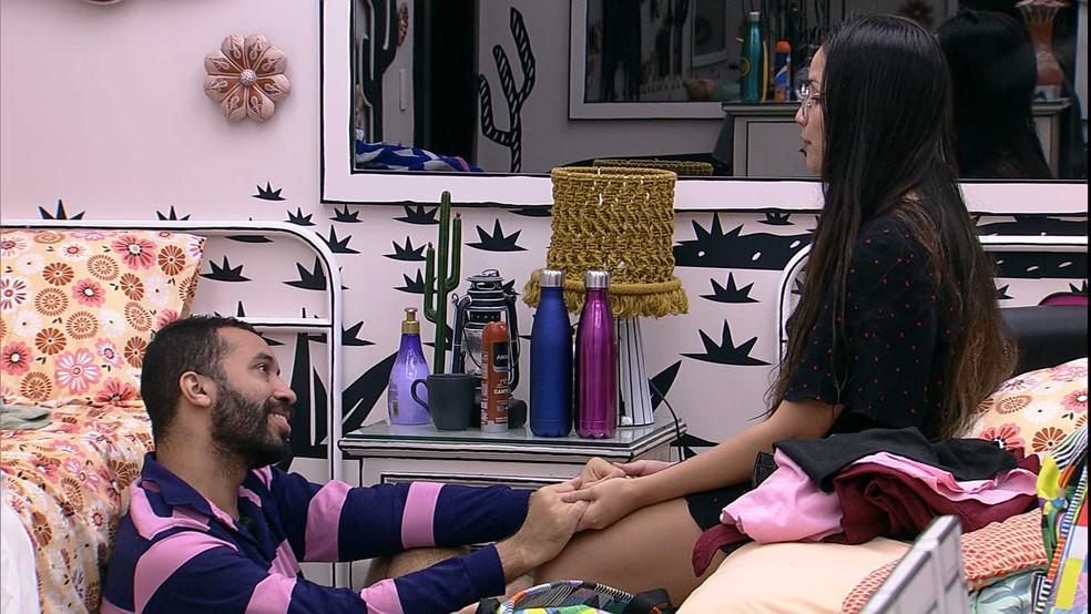 Juliette revela desejo para Gilberto: 'Queria muito ter você como cunhado' — Foto: Globo