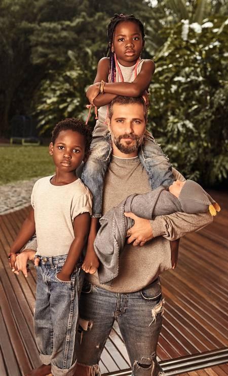 Bruno Gagliasso com os filhos (Foto: Wendy Andrade)