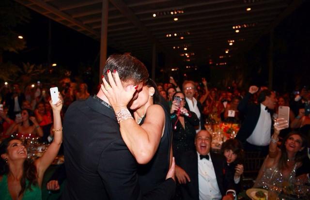 Ricky Martin leiloou um beijo e Ana Paola Diniz levou, em 2016 (Foto: Getty Images)