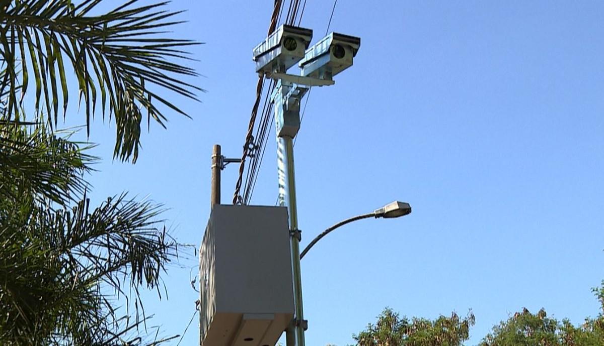 Número de multas de trânsito cai 52,7% em Piracicaba; avançar sinal é a principal causa de autuações - G1