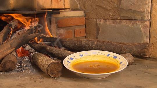 Saiba como preparar o tradicional Caldo de Mocotó de Corinto