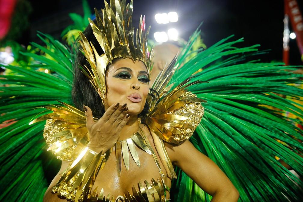 Juliana Paes desfila pela Grande Rio, que homenageia Chacrinha (Foto: Marcos Serra Lima/G1)