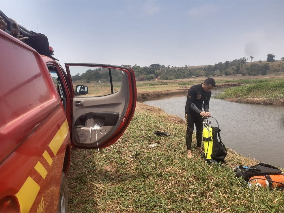 Bombeiros encontram corpo de homem que se afogou em Areado (MG) — Foto: Corpo de Bombeiros