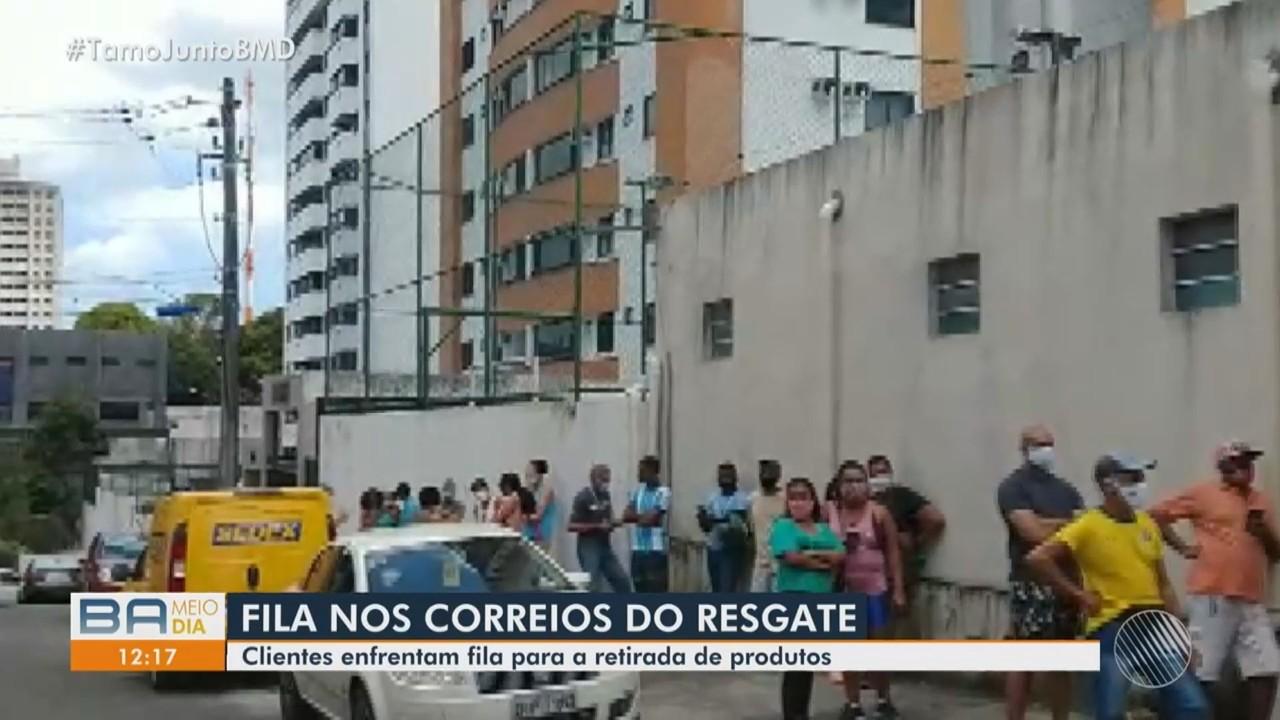 Usuários reclamam de filas no Centro de Distribuição dos Correios, no bairro do Resgate