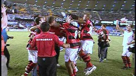 De Adriano a Loco, Fla e Bota revivem rivalidade aguçada na última década
