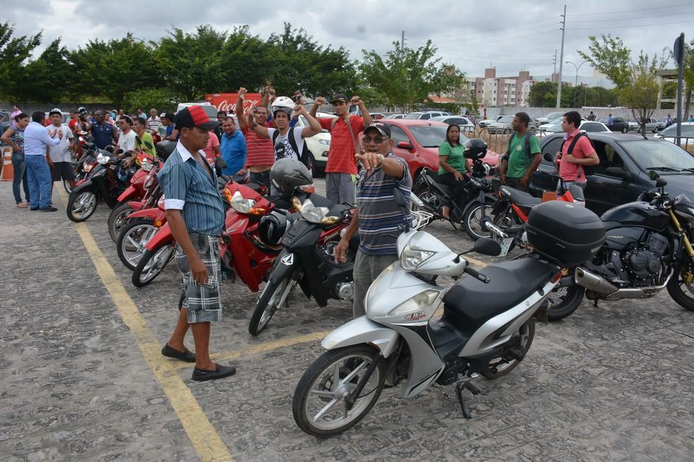 buzinaco2 - Governo suspende por 1 ano exigência de aulas para tirar habilitação das 'cinquentinhas'