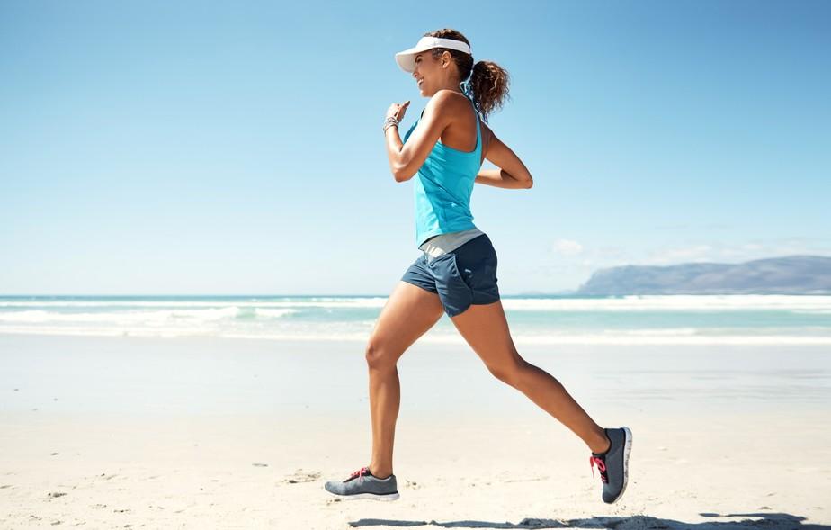 Como manter o ritmo forte na corrida nos dias mais quentes? Treinador responde