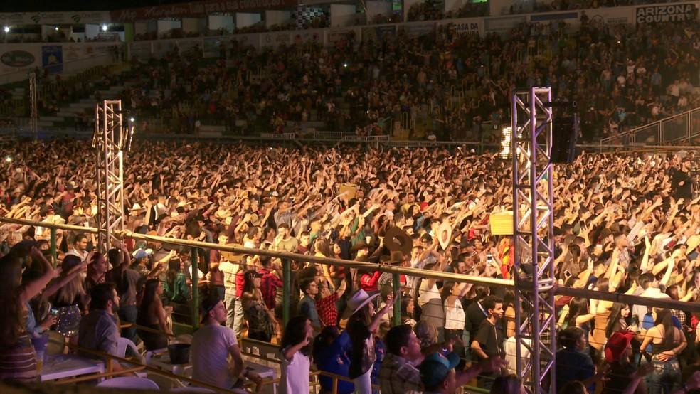 Shows de Gustavo Mioto e Dennis DJ agitaram a madrugada deste domingo (21) — Foto: Rede Amazônica/Reprodução