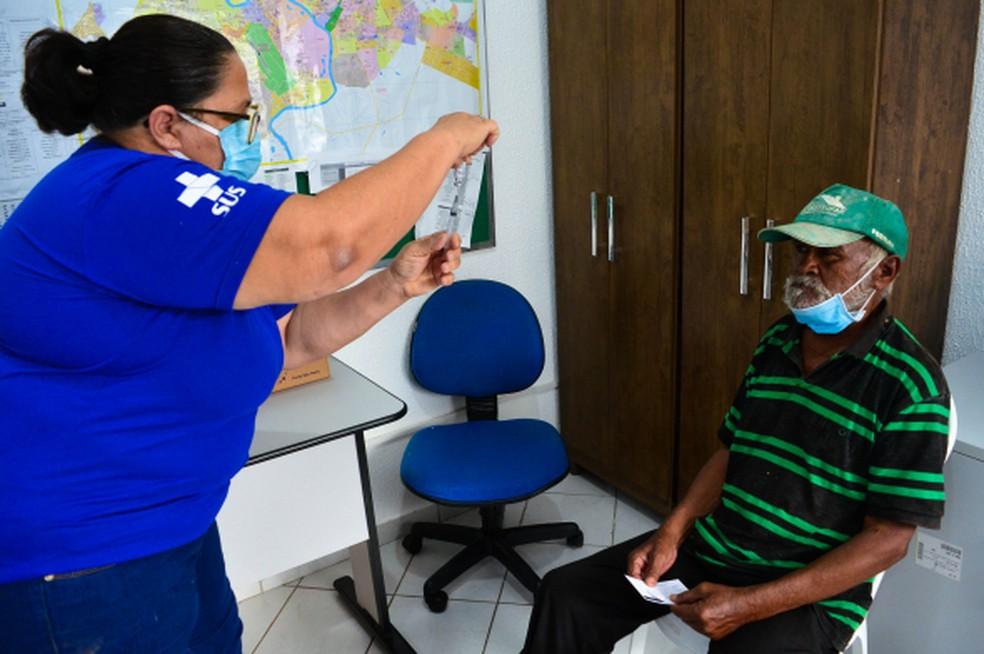 Idosos em situação de rua já foram vacinados em Cuiabá — Foto: Prefeitura de Cuiabá