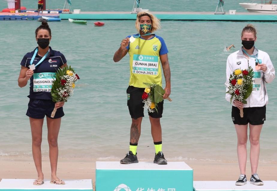 Em Doha, Ana Marcela Cunha conquista medalha de ouro em abertura do Circuito Mundial