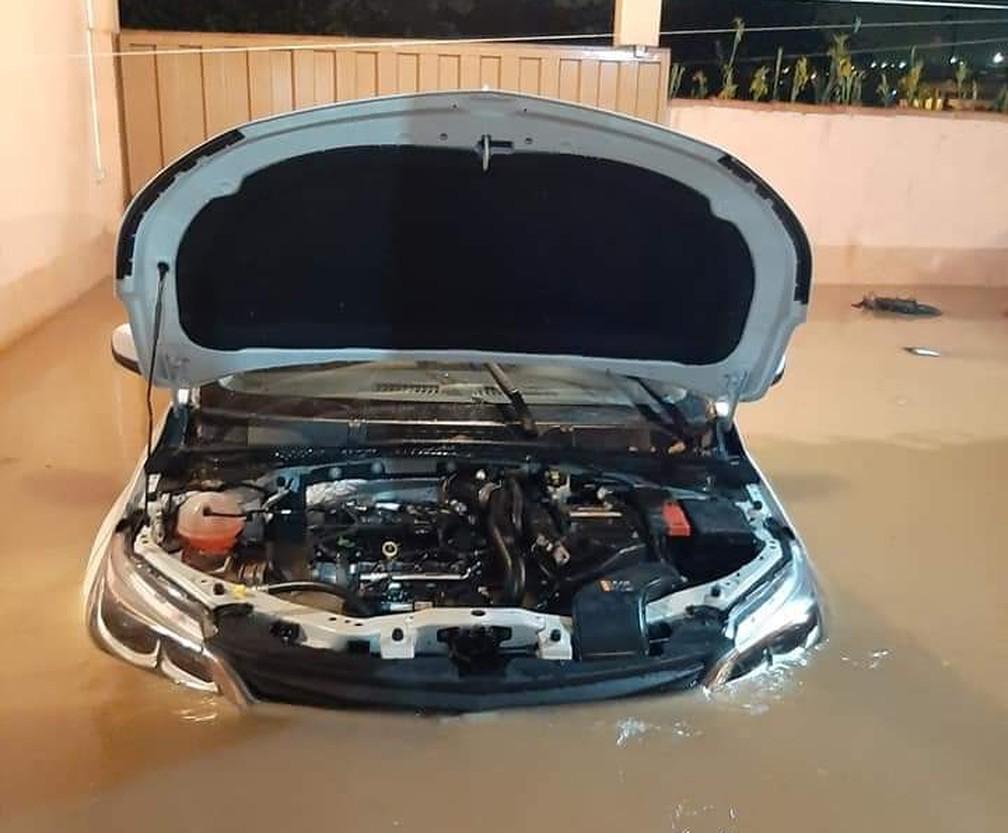 Família perde carro e outros bens materiais por conta de enchente em Campo Belo (MG) — Foto: Divulgação/Diário de Campo Belo