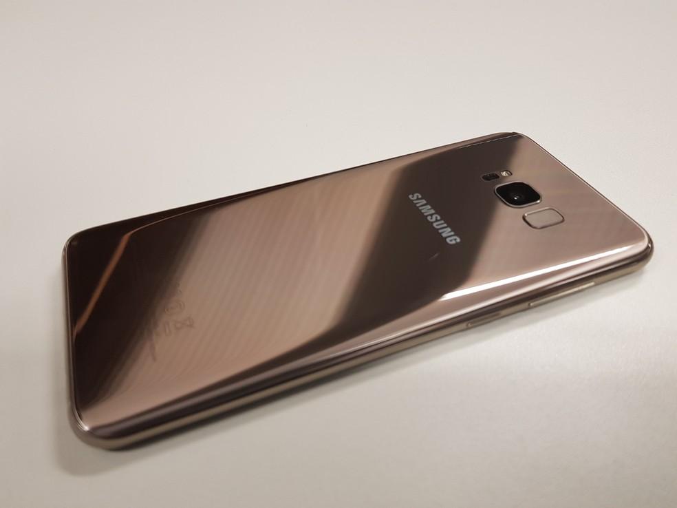 Parte traseira do Galaxy S8 é revestida com vidro (Foto: Reprodução / Samsung)