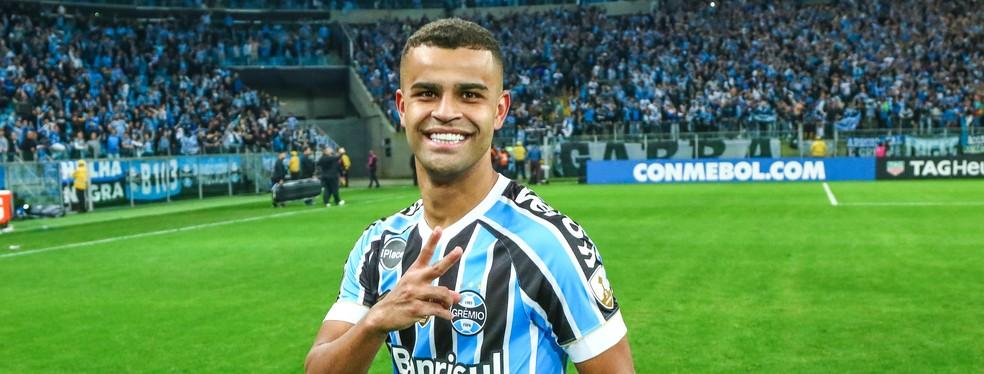 Alisson tem sido uma espécie de 12º jogador de Renato — Foto: Lucas Uebel/Grêmio