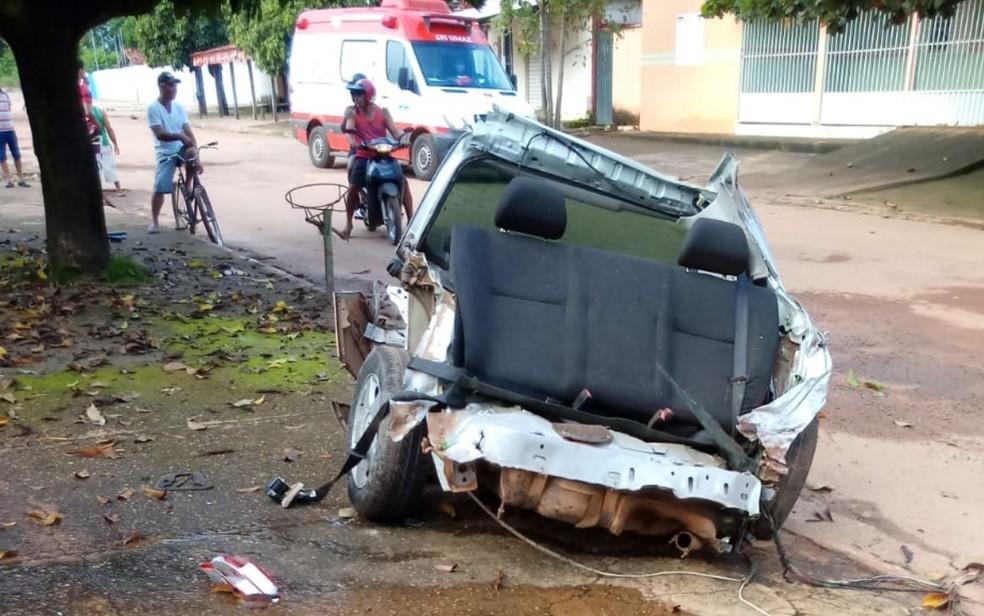 Acidente em Cirilândia, distrito de Santa Isabel, em que carro foi partido ao meio — Foto: Reprodução/TV Anhanguera