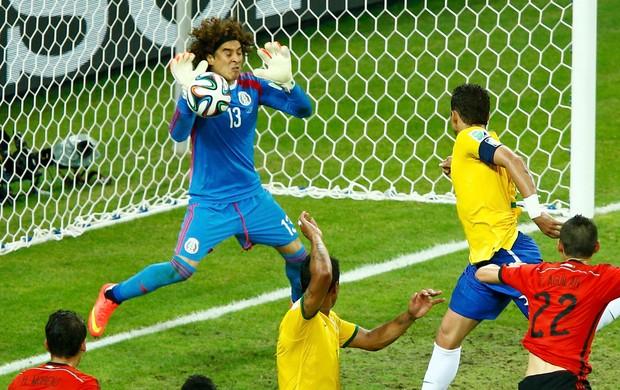 [COPA 2014]Brasil empata sem Gols com o México, mas ainda lidera