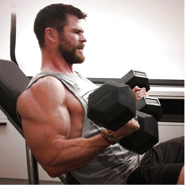 O ator Chris Hemsworth e seus músculos (Foto: Instagram)