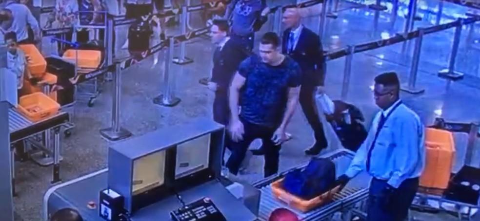 Suspeito de ataque à Sede do Porta dos Fundos embarca com destino a Moscou  — Foto: Reprodução