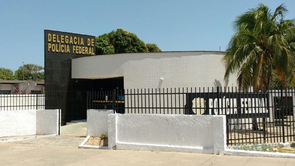 Polícia Federal em Parnaíba cumpre mandados na Operação Biditos (Foto: Carlos Alberto/TV Clube)