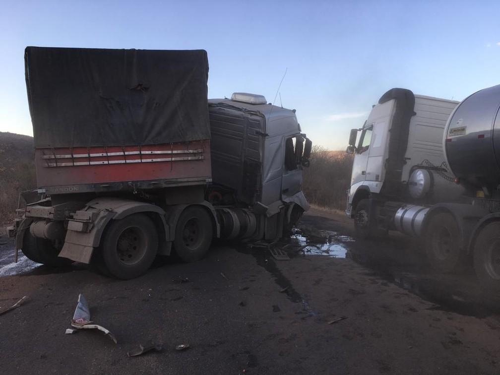 Acidente aconteceu na BR-242, em Ibotirama — Foto: Gazeta 5