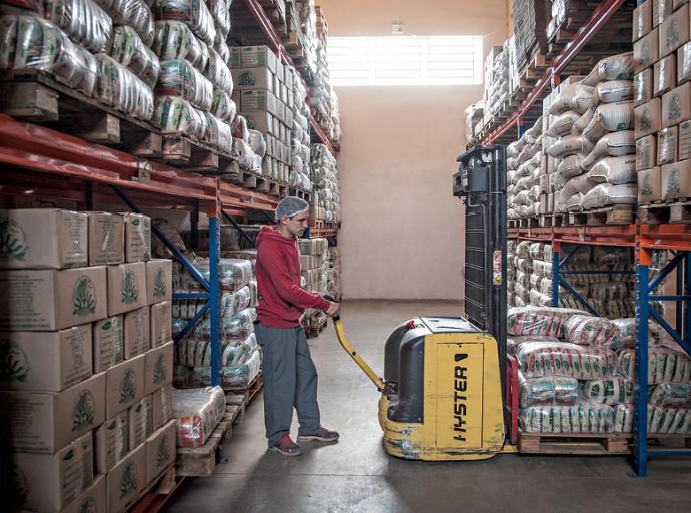 Armazém da Cooperativa de Produção Agropecuária Nova Santa Rita; (Foto: Marcelo Curia)