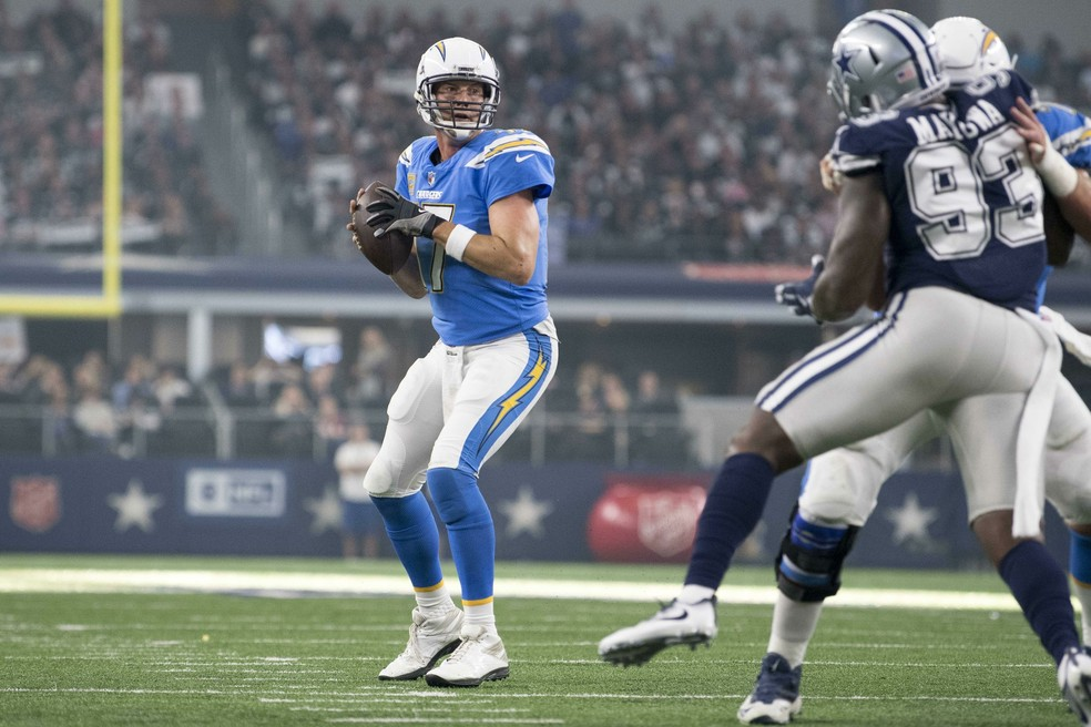 Philip Rivers lidera o ataque dos Chargers contra os Cowboys (Foto: Jerome Miron / USA Today / Reuters)