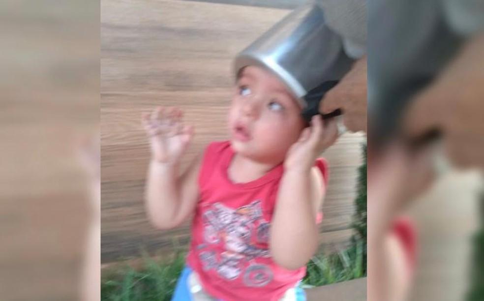 Criança fica com a cabeça presa em panela de pressão, em Anápolis — Foto: Corpo de Bombeiros/Divulgação