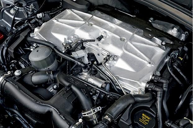 Jaguar F-Pace SVR - Motor 5.0 V8  entrega 550 cv de potência (Foto: Christian Castanho)