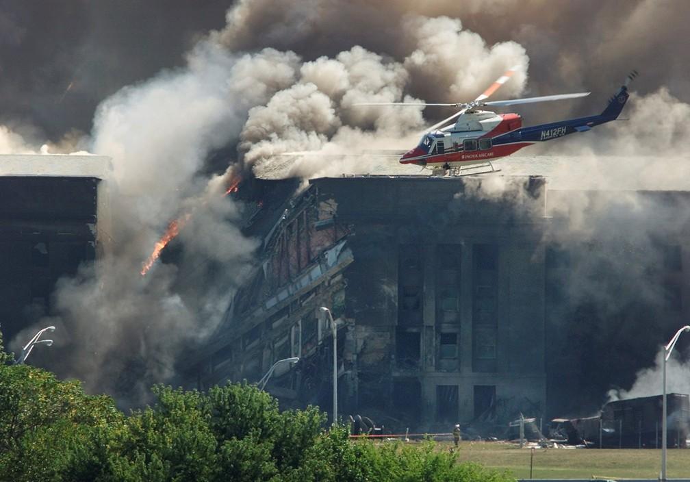 O Pentágono é visto em Washington após também ser atingido por um avião comercial durante os ataques terroristas de 11 de Setembro — Foto: Larry Downing/Reuters/Arquivo