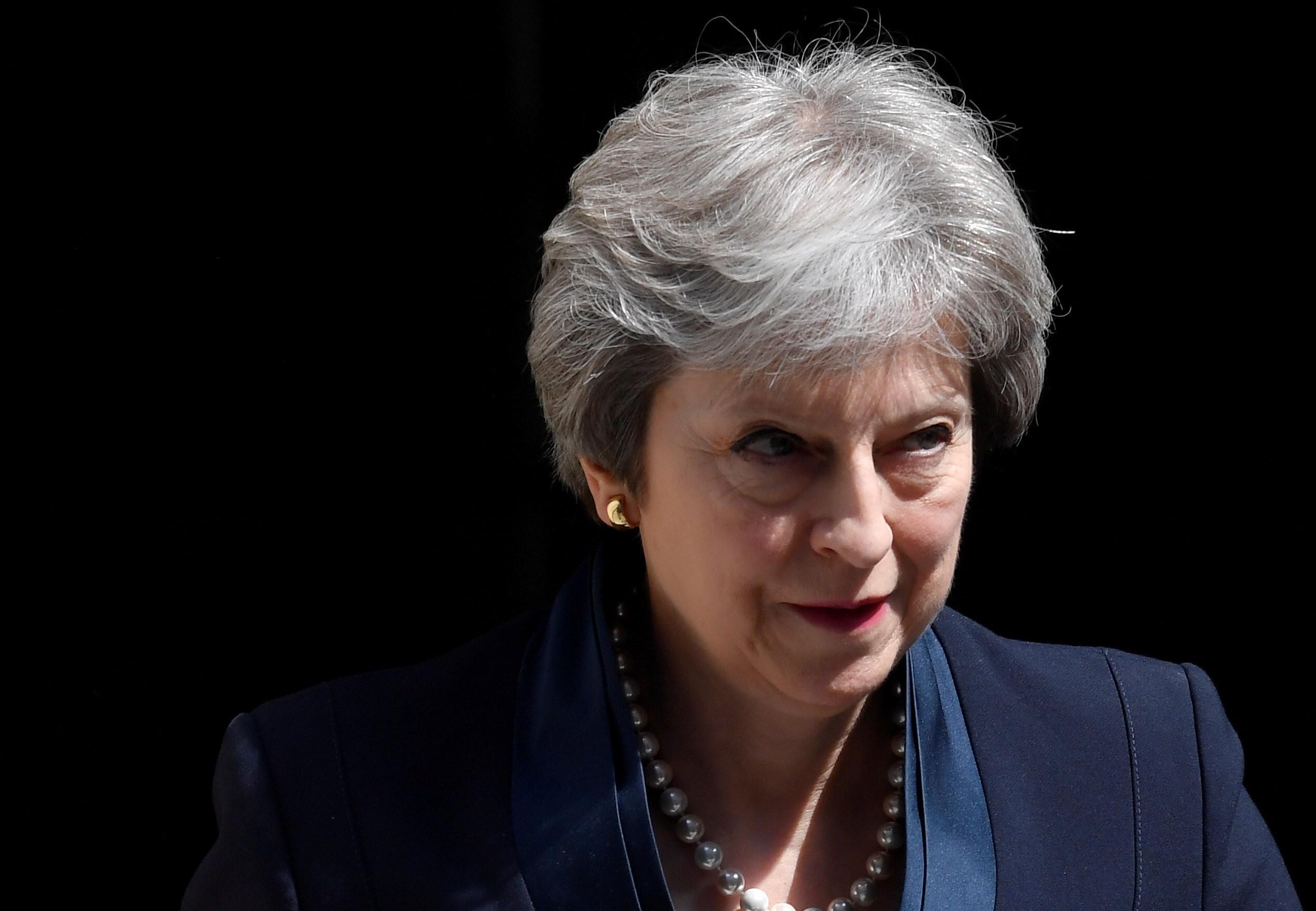 Ex-ministro pede que gabinete do Reino Unido force May a mudar de ideia sobre o Brexit