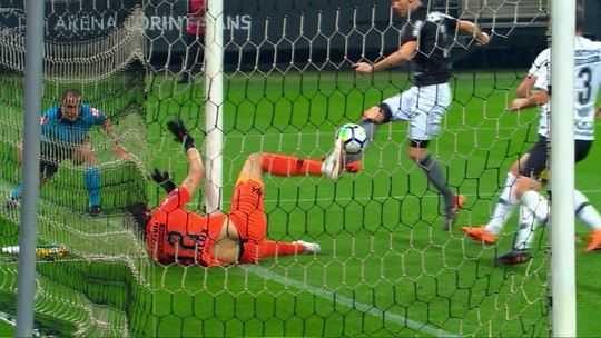 """Loss valoriza vitória suada e avalia Corinthians: competitivo, mas """"com coisas a evoluir"""""""