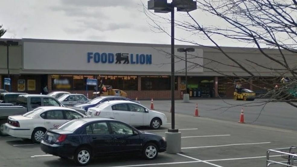 Policiais foram acionados para atender uma ocorrência no Food Lion, onde mulher furtou comida (Foto: Google via BBC)