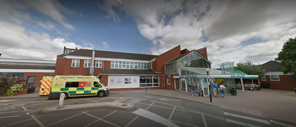 O pequeno Lucifer nasceu no Royal Hospital de Chesterfield, no Reino Unido — Foto: Reprodução/Google Street View