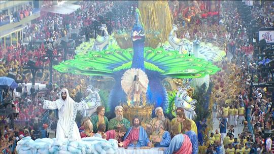 Unidos da Tijuca fecha o primeiro dia de desfiles do Rio com o pão nosso de cada dia