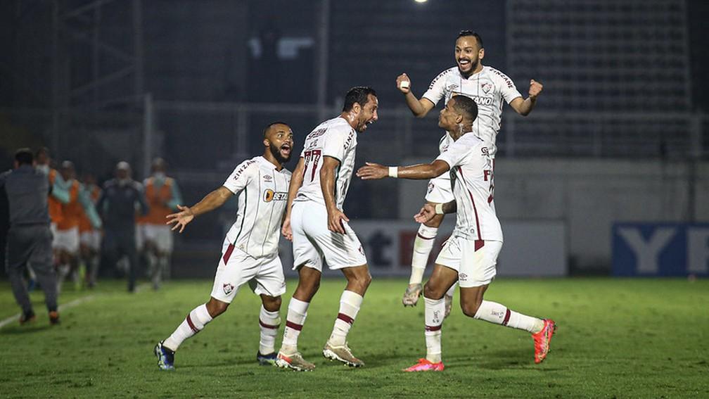 Nenê, Samuel Xavier, Caio Paulista e Yago comemoram gol tricolor, mas depois o time desandou... — Foto: Lucas Merçon / Fluminense FC