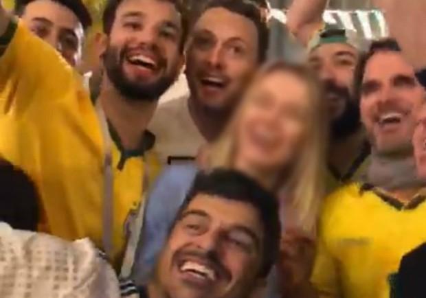 Torcedores brasileiros praticam assédio contra russa (Foto: Reprodução)