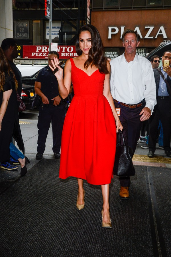 "NEW YORK, NY - JULY 14:  Actress Meghan Markle enters the ""Today Show"" taping at NBC Rockefeller Center Studios on July 14, 2016 in New York City.  (Photo by Ray Tamarra/GC Images) (Foto: GC Images)"