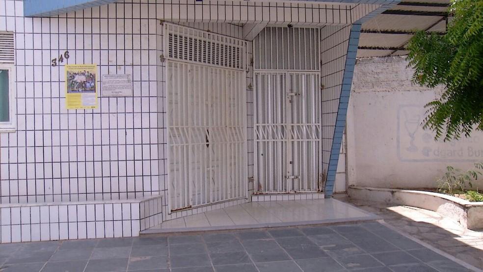 Após assalto, clínica cancelou atendimentos nesta segunda (7), em Mossoró (Foto: Oscar Xavier/ Inter TV Cabugi)