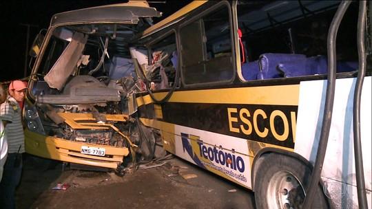 Acidente com dois ônibus escolares deixa cinco mortos em Alagoas
