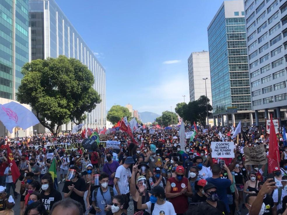 Manifestantes fazem ato no Centro do Rio contra o presidente Bolsonaro e a favor da vacina  — Foto: Arquivo pessoal