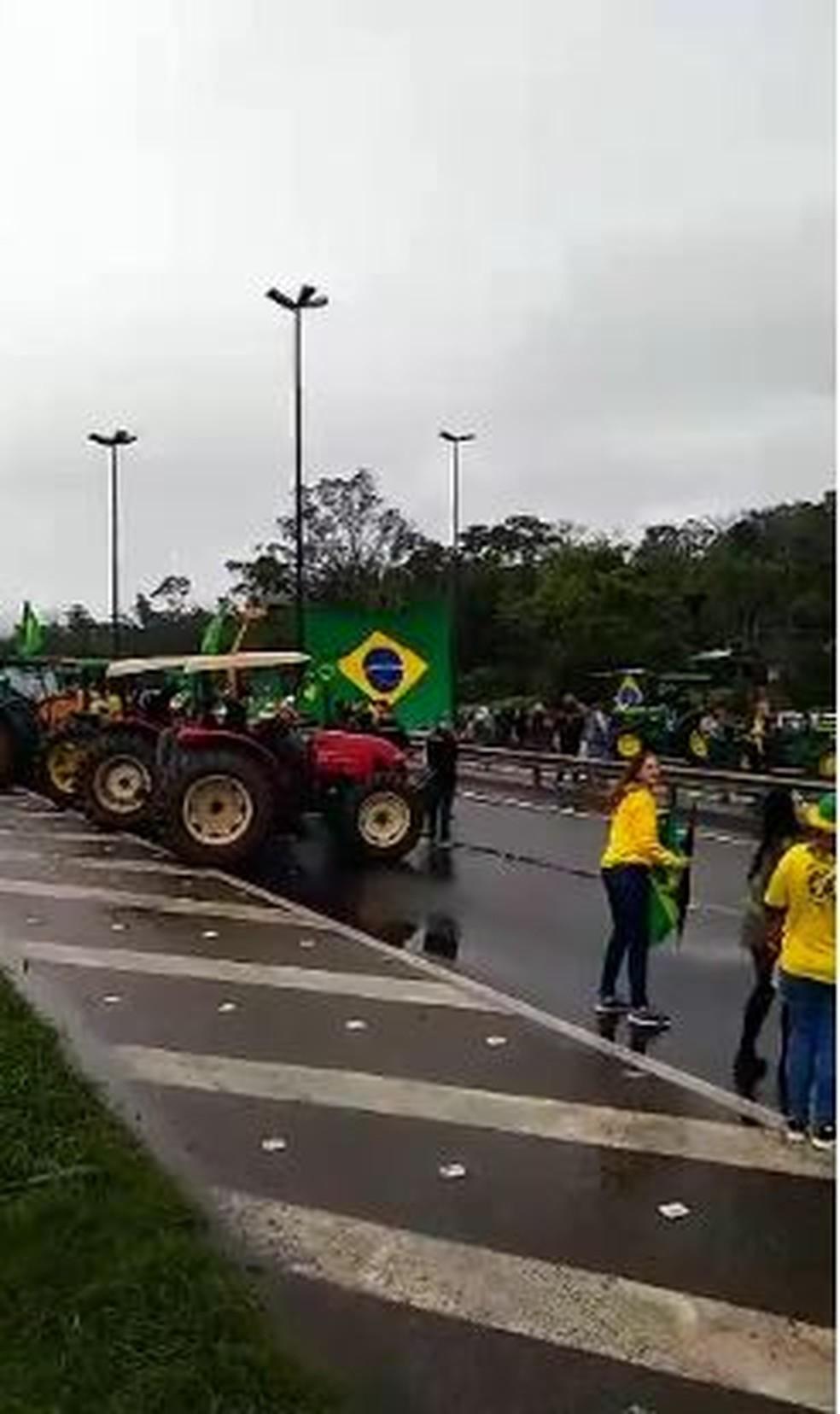 Garuva, por volta das 8h, de terça-feira: Ato reuniu apoiadores do presidente Bolsonaro — Foto: Adriana Ferreira/ Arquivo pessoal