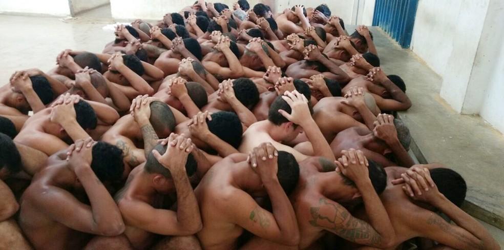 Desnudamento de presos no complexo Alcaçuz/Rogério Coutinho Madruga são constantes, segundo a missão — Foto: G1/RN