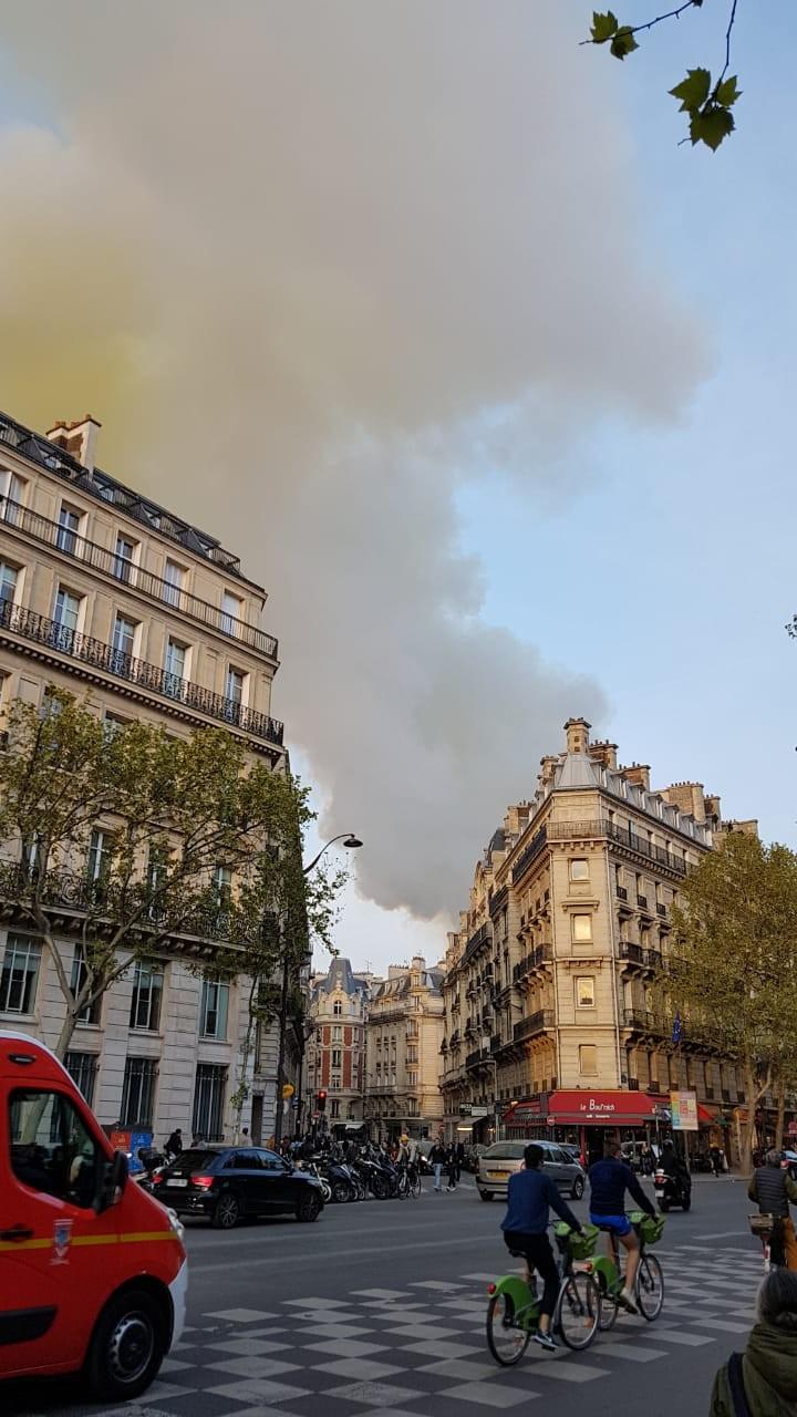 Jornalista potiguar relata comoção em Paris com incêndio na Catedral de Notre-Dame: 'dia trágico'