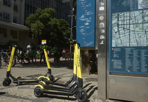 Patinetes da Yellow em calçada do Rio de Janeiro (Foto: Tomaz Silva/Agência Brasil)