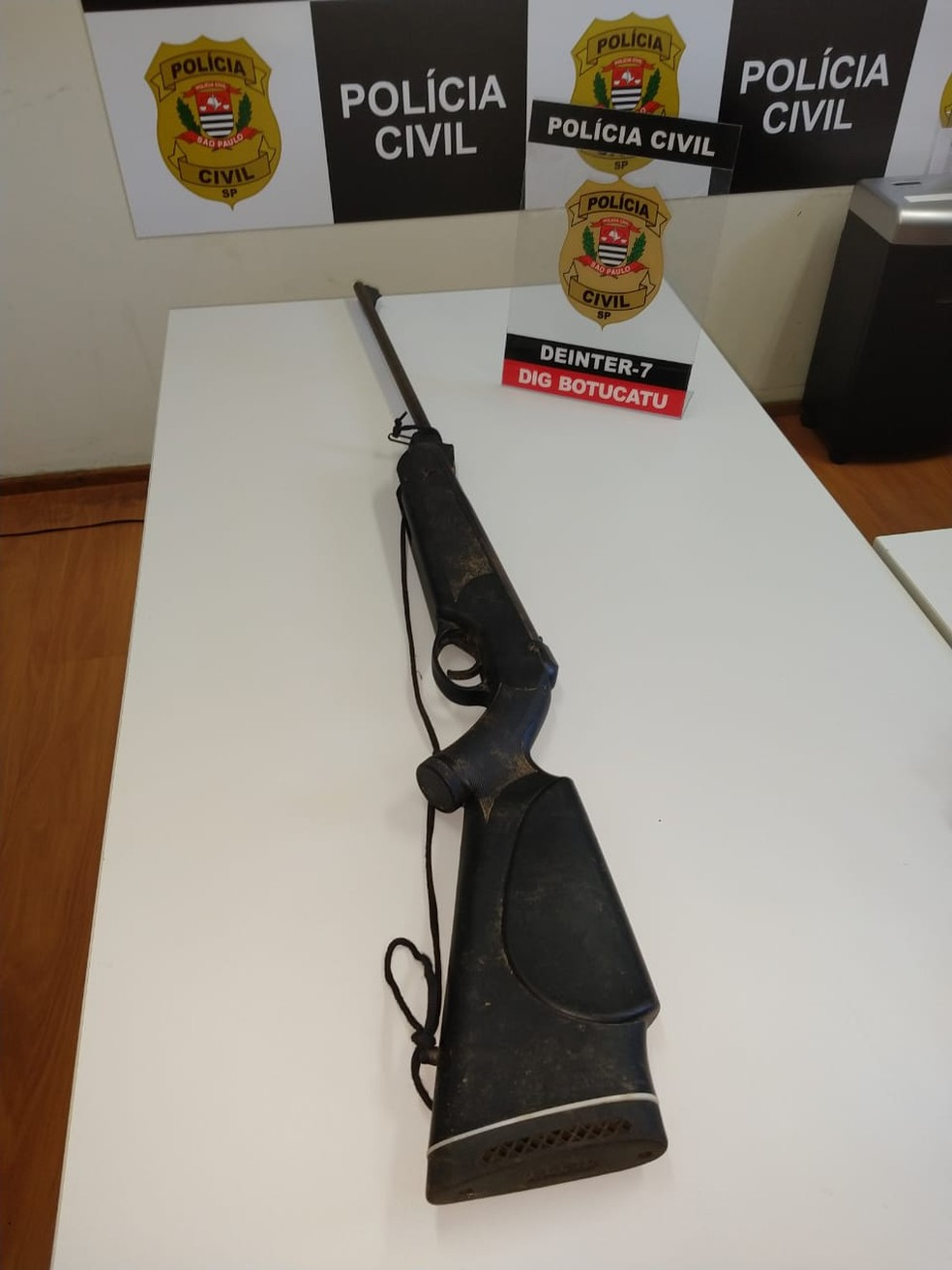 Polícia apreende arma utilizada no homicídio no distrito de Vitoriana, em Botucatu — Foto: Polícia Civil/Divulgação