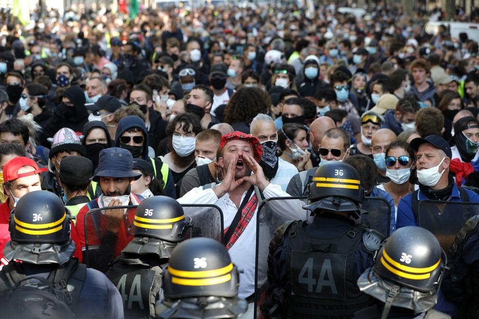 Multidão participa de protesto em Paris — Foto: Geoffroy Van Der Hasselt / AFP Photo