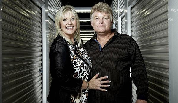 Dan e Laura Dotson, os leiloeiros do programa Quem Dá Mais (Foto: divulgação)